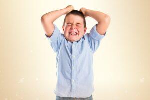 למה דווקא כשהילד שלי מתנהג הכי גרוע, הוא הכי צריך שאהיה לצידו?